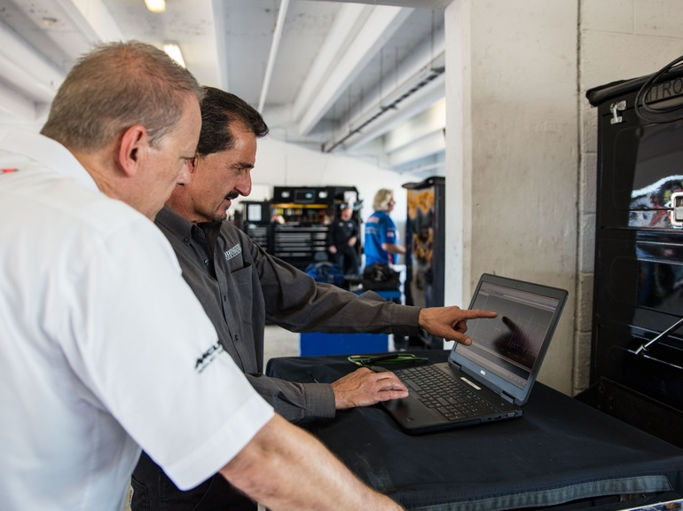 Our experienced Engineers provide expert trackside support at every race