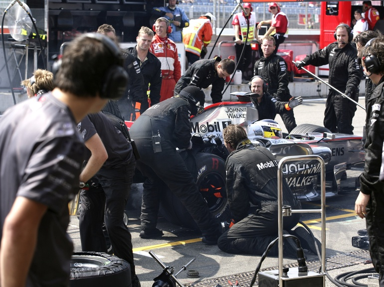 Mechanics springing to action for a quick pitstop